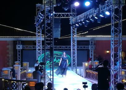 عرض أزياء بحفل ملكة جمال العرب