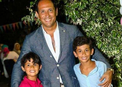 أحمد سالم مع ابناءه