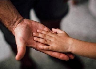 مقاطعة الأم لابنها لسلوكه غير المنضبط