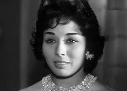 النجمة لبنى عبدالعزيز