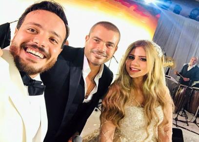 العروسان هدير وإسماعيل مع عمرو دياب