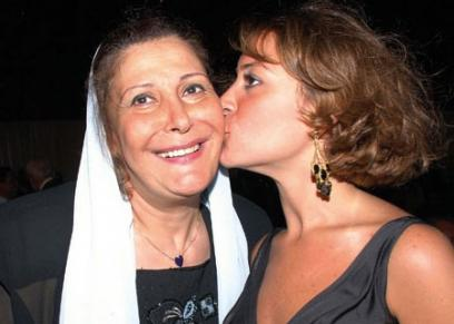 منة شلبي مع والدتها
