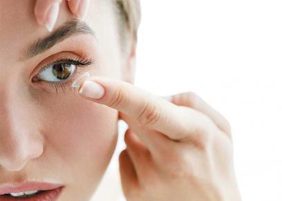 دراسة: العدسات اللاصقة تؤدى لفقدان البصر