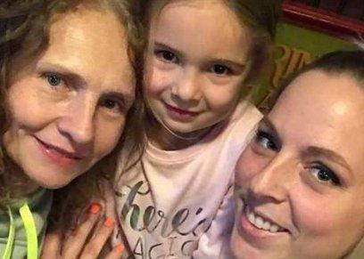 سيدة تكتشف ان جارتها من 7 سنوات اختها المفقودة