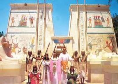 القرية الفرعونية تحتفل باليوم العالمي للمرأة بحضور عبدالله النجار