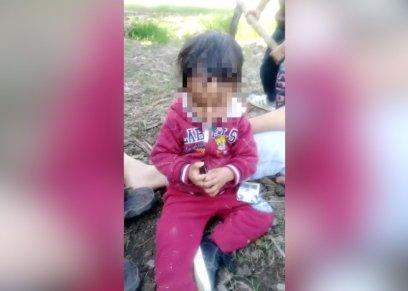 مقطع فيديو يظهر طفل يدخن بتشجيع من أمه