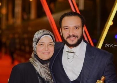 أحمد خالد صالح ووالدته