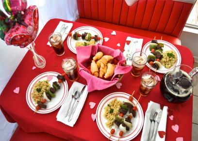 5 طرق رومانسية للاحتفال بعيد الحب في المنزل
