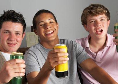تناول الكحل في المراهقة يزيد خطر الاصابة بامراض الكبد عند الرجال وليس النساء