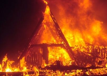 كيف تتعامل الأم عند اندلاع حريق في المنزل