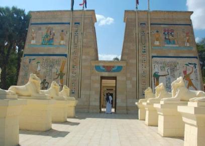 معرض حرف يدوية بالقرية الفرعونية احتفالا باليوم الخيري العالمي