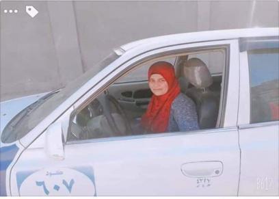 """""""فاطمة"""" أول سيدة تقود تاكسي في بورسعيد تواجه التنمر"""