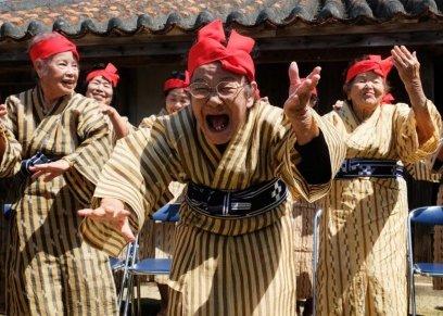 فرقة رقص من النساء المعمرات في اليابان تعيد معنى الشيخوخة
