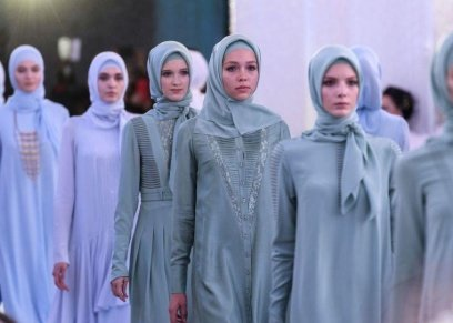 أول مصممة أزياء صعيدة تستعد  لعرض مجموعتها الأولى