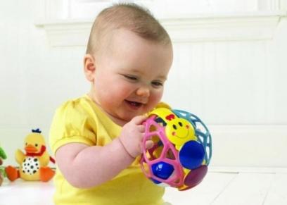 الألعاب المناسبة للطفل حديثي الولادة
