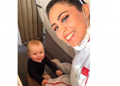 المضيفة أروا والطفلة