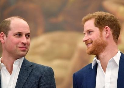 الأمير هاري يمين مع أخيه الأمير وليام يسار