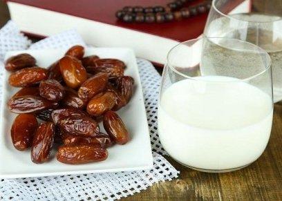 فوائد الإفطار على التمر والحليب