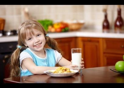 أطعمة تناولها في الصباح قبل المدرسة