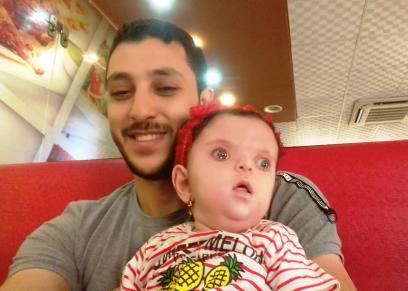 الطفلة رزان ووالدها