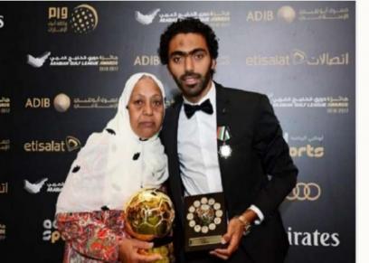 حسين الشحات ووالدته