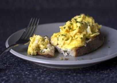 بيض وخبز