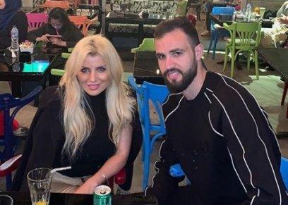 لاعب الزمالك والمنتخب التونسي حمدي النقاز وزوجته