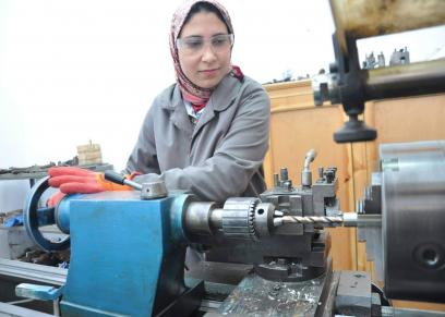 أميرة عصام أول امرأة تعمل في مجال الخراطة