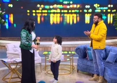الإعلامية منى الشاذلي والإذاعي أحمد يونس ونجله
