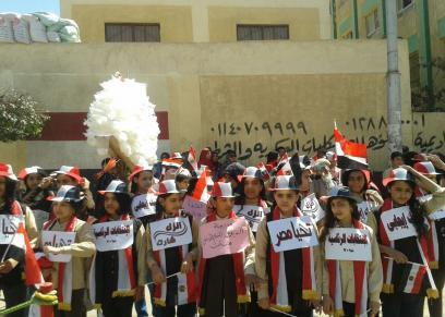 طلاب المدارس أمام اللجان الانتخابية