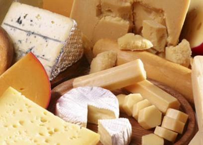 منها تقوية الأسنان والعظام.. فوائد صحية  أخرى للجبن