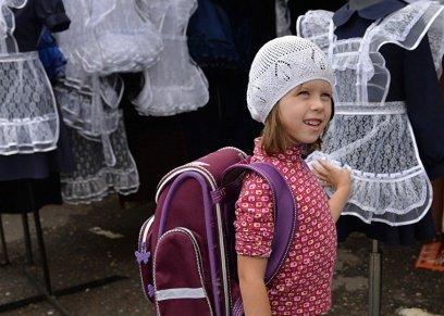 أطباء يكشفون مخاطر ثقل حقيبة الظهر علي الطفل