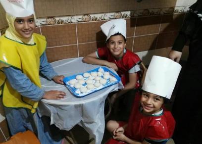 صورة للأطفال خلال كورس الشيف الصغير
