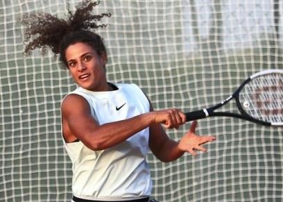 ميار شريف لاعبة التنس