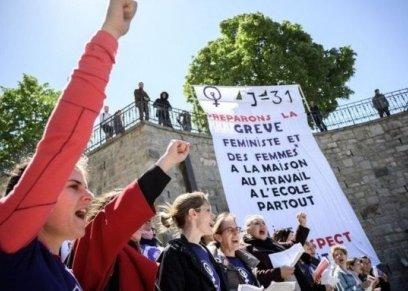 حرق حمالات الصدر.. سيدات سويسرا في إضراب للمطالبة بالمساواة مع الرجال