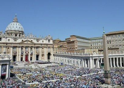 بعد 7 عقود من اعتداء قساوسة على الأطفال جنسيا.. الفاتيكان يعبر عن