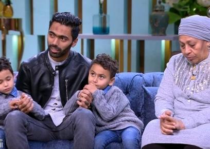 حسين الشحات ووالدته وأولاده