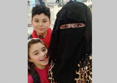 الأم سما الفخراني ونجلها «جاسر» وابنتها «أيتن»