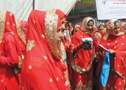 شن حملة ضد دفع النساء مهر الرجال بالهند