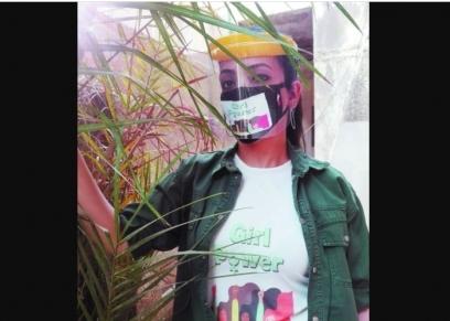 هادية عبد الفتاح تصمم كمامات لمناهضة العنف ضد المرأة