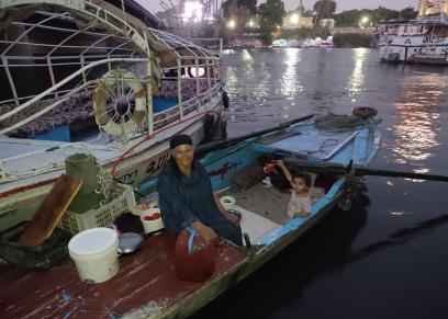 فوقية فرج تعيش بقارب في النيل