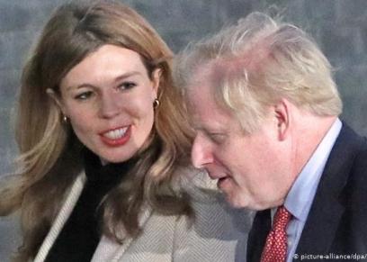 جونسون وزوجته كاري