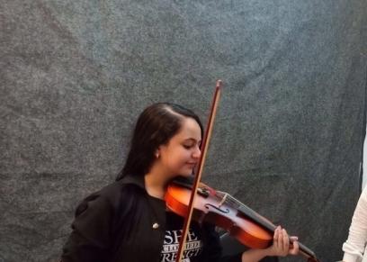 تدخر أموالها وتؤسس مشروعا لنشر الموسيقى بين الشباب