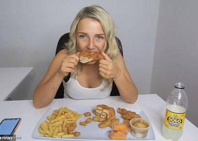 10 آلاف شهريًأ قيمة أرباح سيدات من تحديات تناول سيدات لطعام