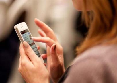 الإفتاء تحذر من التفتيش في هاتف الزوج