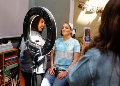 صور.. محاربات سرطان الثدي يواجهن الخبيث بالمكياج.. وخببرة التجميل: