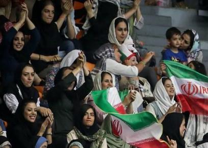 السماح للبنات الإيرانيات بحضور المباريات