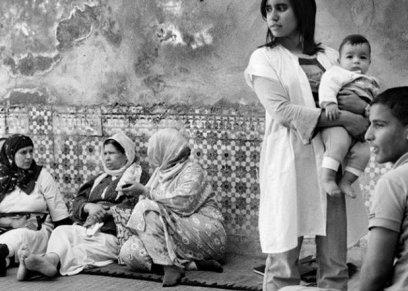 مصور فوتوغرافي يوضح قوة المرأة المغربية