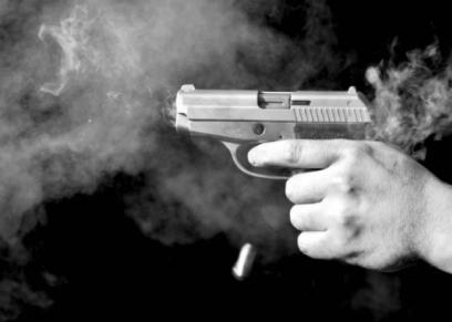 شرطي يقتل زوجته و3 من أفراد عائلتها