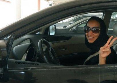 بالفيديو| رد فعل مضحكة لطفل حول قيادة والدته للسيارة